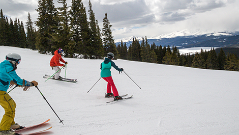 3 people skiing